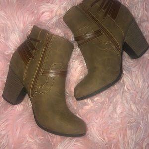 🍂 Adorable brown booties 🍂